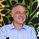 Profesor Aleksandar Kavčić omogućio đacima u Srbiji besplatne udžbenike